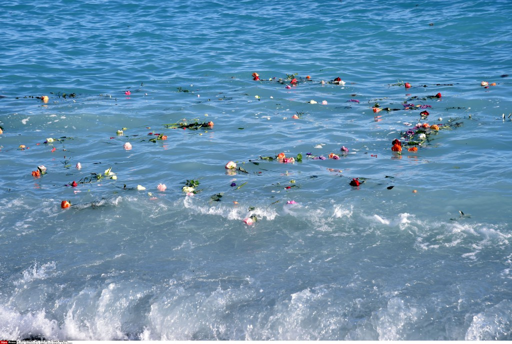 People demonstrate in Nice, Southern France, to support African migrants, on April 28, 2015. Hundreds of people pay tribute to African migrants dead in the sea throwing flowers into the Mediterranean Sea. FRANCE - Credit: BEBERT BRUNO